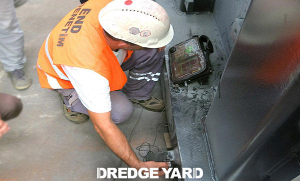 Quality control of dredging equipment
