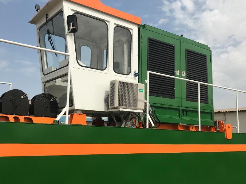 Auger Dredger 250 control cabin