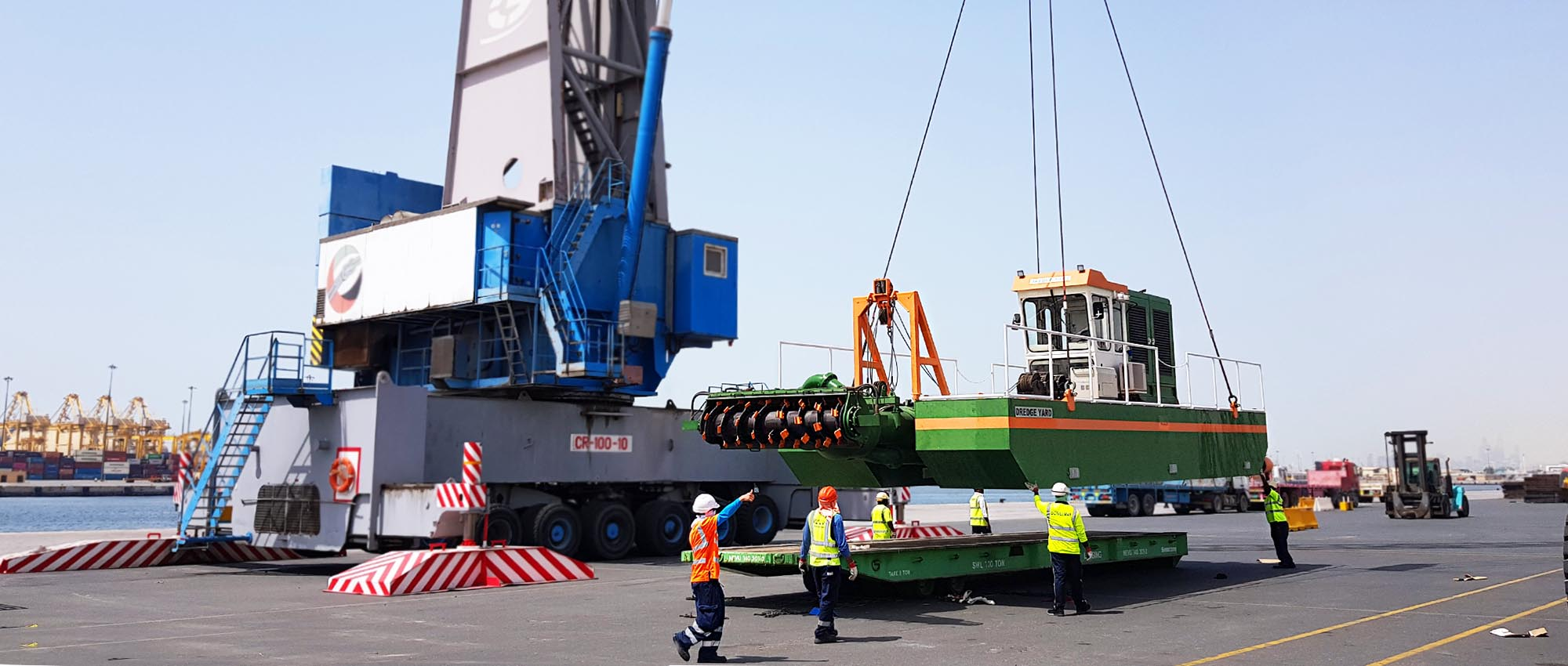 Auger Dredger ECO 200 lifted by crane